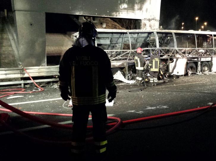 Ez volt az elmúlt 18 év legsúlyosabb külföldi magyar buszbalesete
