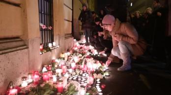Olasz buszbaleset: Gyertyagyújtás a Szinyei előtt