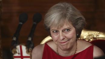 Eldőlt, Theresa Mayt fogadja először Trump