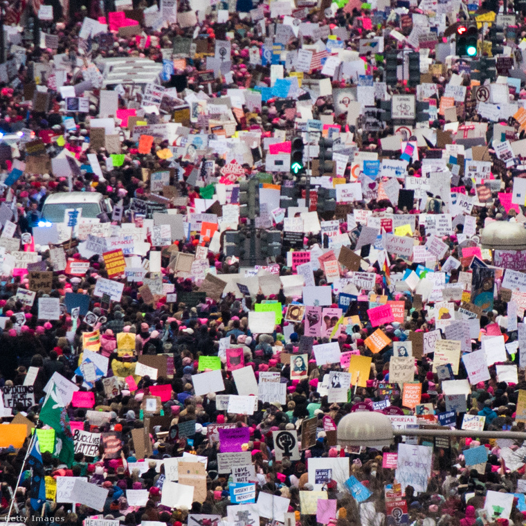 Egyes becslések szerint akár félmillióan is lehettek a Women's March elnevezésű, Trump ellenes demonstráción szombaton az USA fővárosában, és a tömegben rengeteg híresség is megjelent.