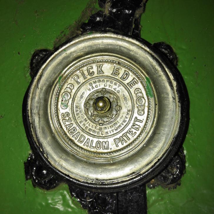 Pick Ede-tábla a Gibárti-vízerőműből
