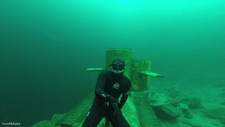 A szabadtüdős merülés vagy más néven freediving tanulható, akár 18 percet is ki lehet bírni oxigén nélkül a víz alatt