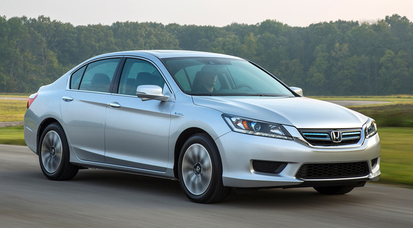2014-Honda-Accord-Hybrid-EX-L-passengers-three-quarters-in-motio