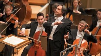 Riccardo Muti közel másfél évtized után újra a Scalában