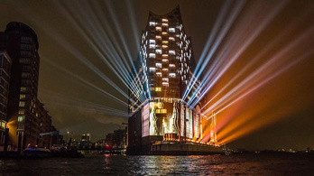 Nézze meg a fényárban úszó hamburgi koncertpalotát, miközben a Kilencedik szól!