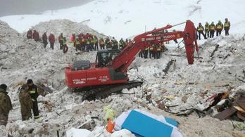 Órákkal a lavina előtt kért segítséget az olasz hotel igazgatója.