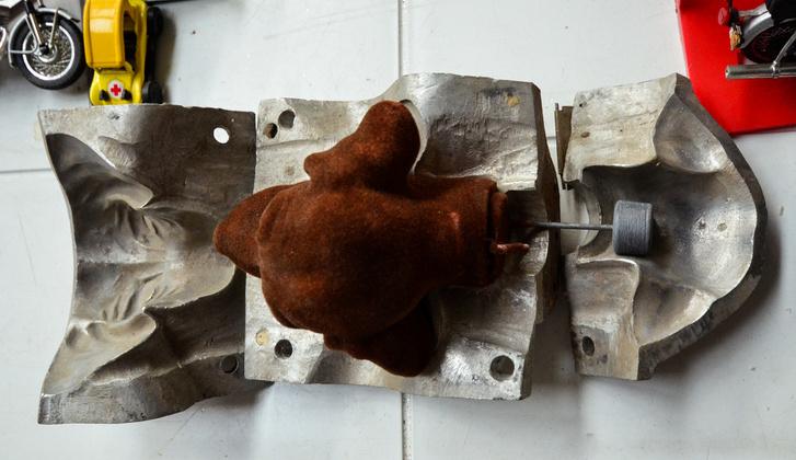 A tacsi eredeti öntőformája, ebben főzték a hungarocellt