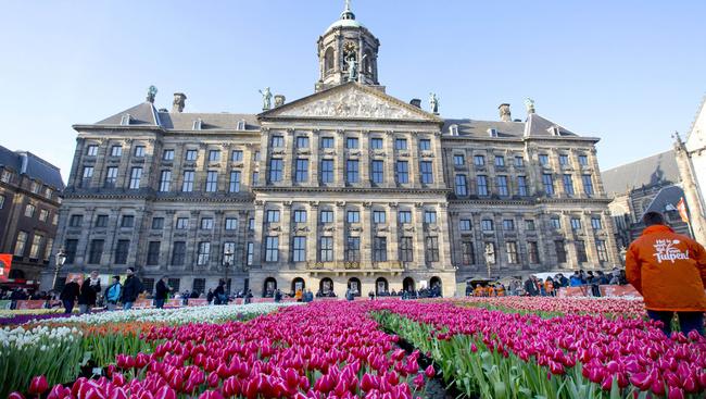 Kétszázezer tulipán terítette be Amszterdam főterét