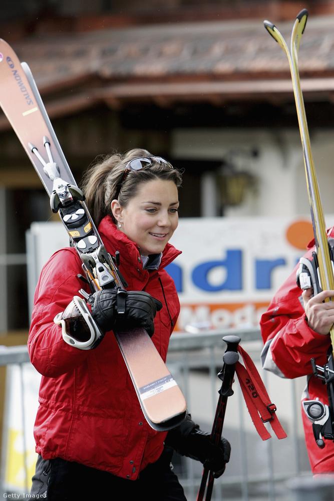 A 35 éves hercegné a síelés nagy kedvelője is, 2005-ben még a királyi síelésre is meghívták a svájci Klosters nevű hegyi faluba
