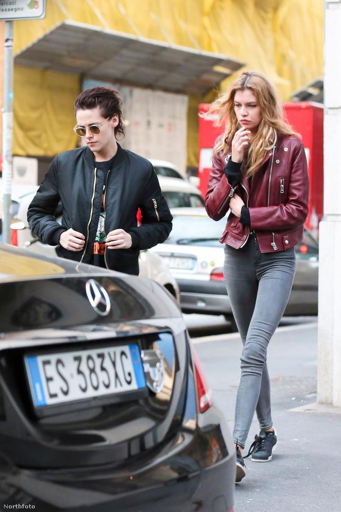 Kristen Stewart egyébként több lánnyal is kavart mostanában: az asszisztensével, Alicia Cargilével, az énekes Sokóval és a gitáros-énekes St