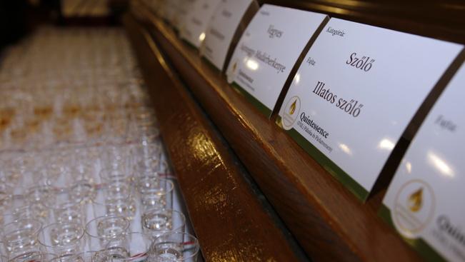 Ongai párlatverseny: a szőlő- és a málnapálinka menő