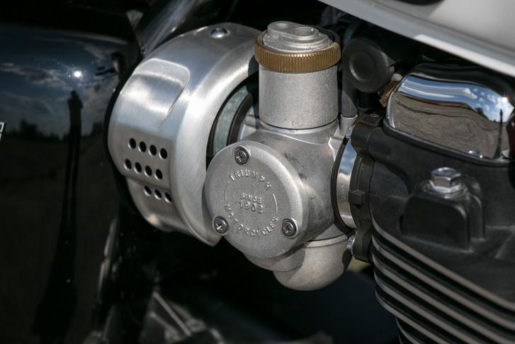 Aki ebbe nem látja bele a karburátort, az vak