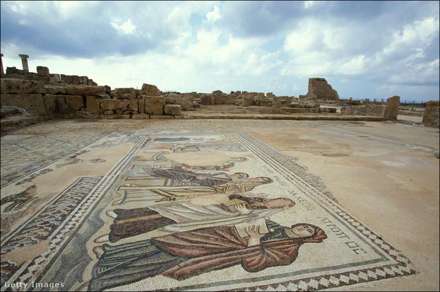 Az időszámításunk előtti századokból épen maradt, híres páfoszi mozaikok