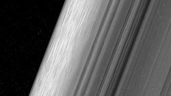 Elképesztő képek érkeztek a Szaturnusz gyűrűiről