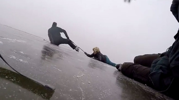Kimentettek egy nőt a Fertő-tóból