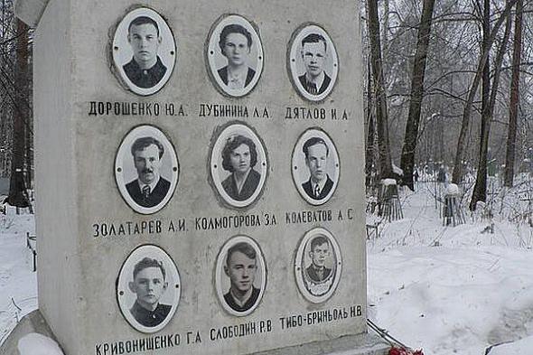 Az áldozatok emlékműve a helyszínen