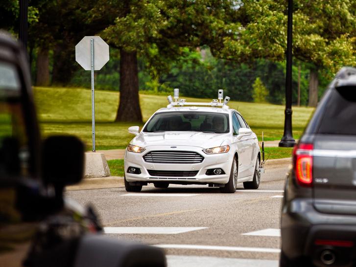 Egy önvezető Ford Fusion prototipus tesztelés közben
