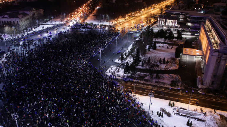 Korrupcióbarát törvény miatt tüntetnek a románok