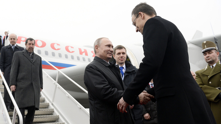A magyarok jobban szeretik Putyint, mint Merkelt