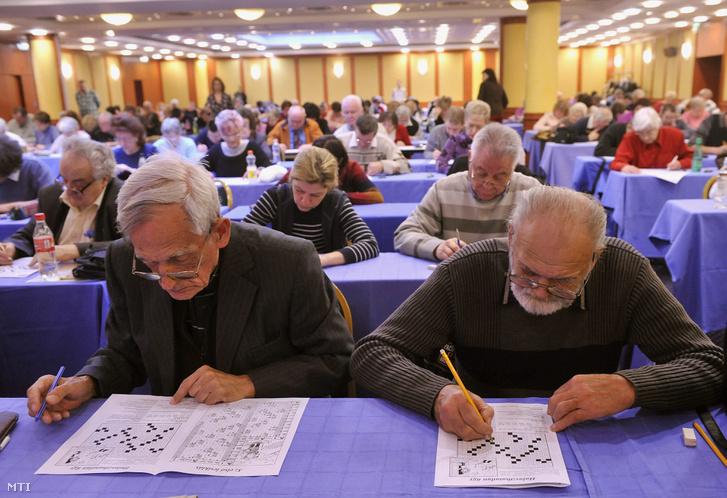 Résztvevők a Füles című rejtvénylap megalakulásának 56. születésnapján rendezett rejtvényfejtők napján a Best Western Hotel Hungariában 2013. február 3-án.