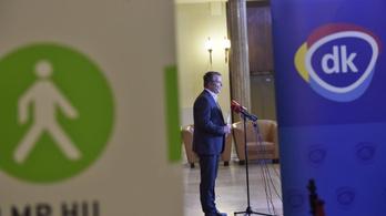 Orbán pincsi, demens, megalkuvó és hajbókoló az ellenzék szerint