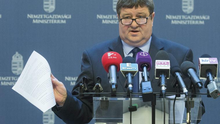 Feljelentették Tállai Andrást, mert kamuválaszt adott hivatalos kérdésre