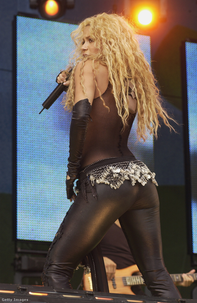 The sexiest photos follow the 40-year-old Shakira