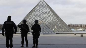 Fiatal egyiptomi férfi lehetett a párizsi machetés támadó
