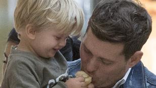 Nyerésre áll a rákkal szemben Michael Bublé kisfia