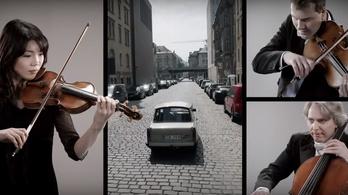 Fischer Iván zenekara eljátszik egy 601-es Trabantot