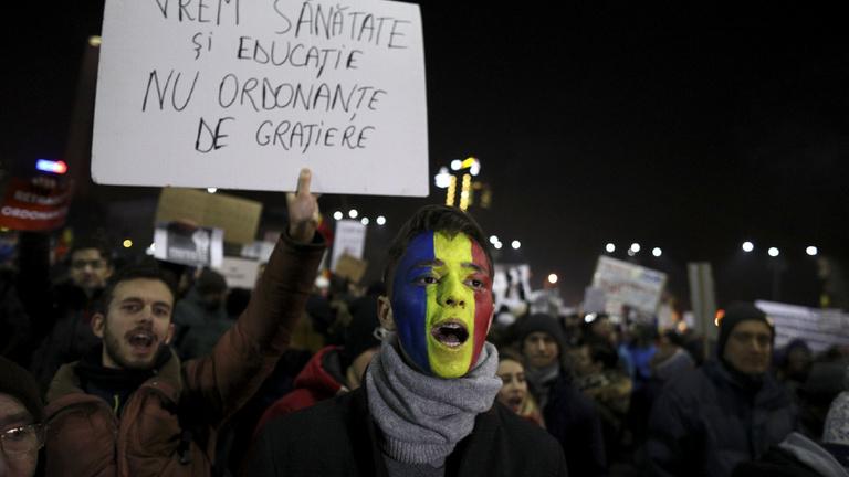 Hivatalosan is hatályon kívül helyezték a korrupciót könnyítő rendeletet Romániában