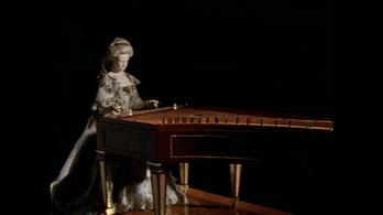 Zenélő Marie Antoinette automata 1784-ből