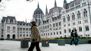 Repkednek a százmilliók a Kossuth térre és egy új emlékműre