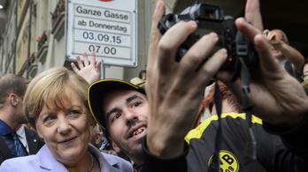 Kezdődik a Merkellel szelfiző szír menekült és a Facebook pere
