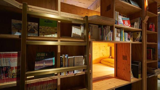 A könyvtárhotelben tényleg polcokon alszanak a vendégek