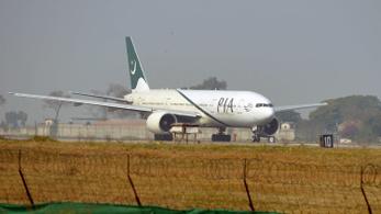 Vadászgépek kísértek kényszerleszálláshoz egy pakisztáni gépet