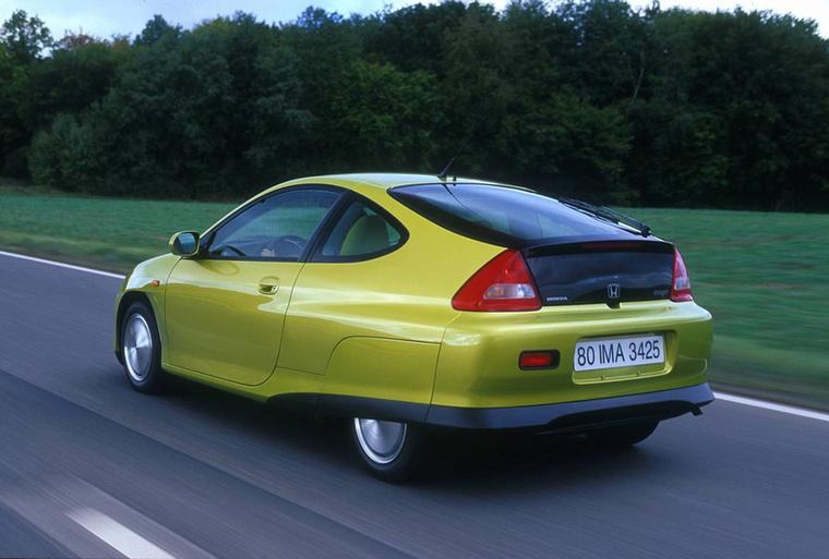 Honda Insight (1999-2006) - Jó mentsége van: sokkal inkább nevezhetjük kísérleti járműnek mint hétköznapinak
