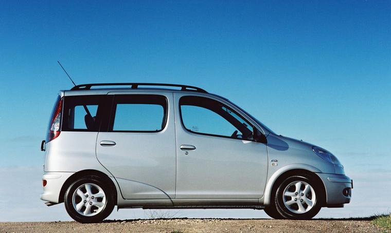 Toyota Yaris Verso (1999-2005) - Sokak kedvence, a megbízható városi autó mintapéldánya egy kis csavarral