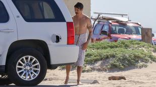Anthony Kiedis a strandon cserélt gatyát