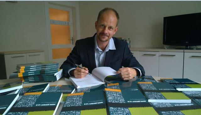 Prievara Tibor könyve, a 21. századi tanár dedikálásán