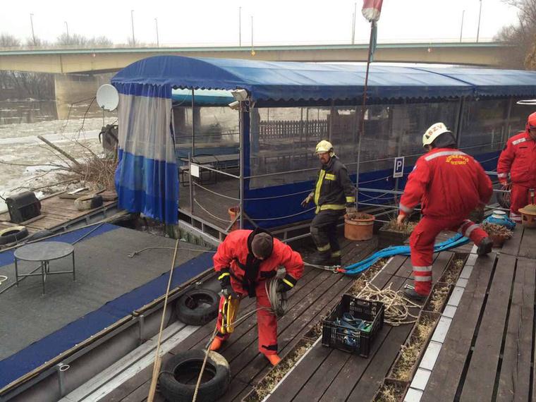 A hivatásos és önkéntes tűzoltóknak is több helyen kellett beavatkozni a héten