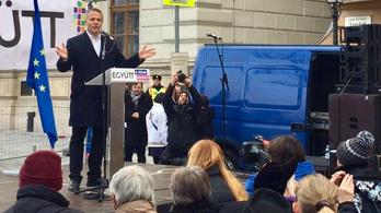 Juhász: Orbánnal csak óbégatva, böfögve vagy sípolva lehet beszélni