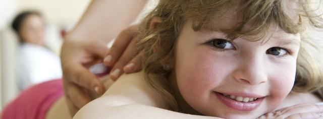 A gyerekekre ugyanúgy pozitív hatással van a masszázs, mint ránk