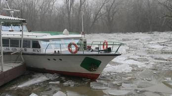 Sétahajók rongálódtak meg, csónakok süllyedtek el Tokajnál