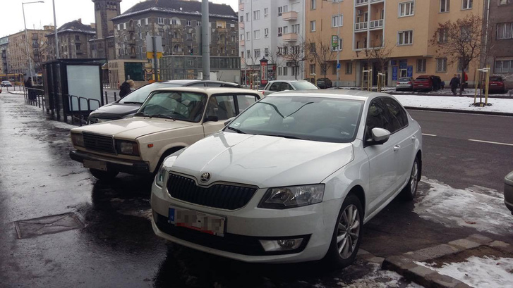 Három autó kényelmesen elfér egymás mellett