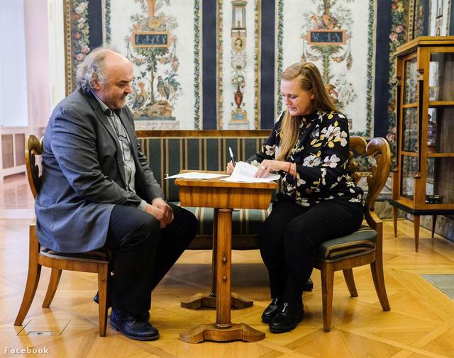 Francesca von Habsburg aláírja a megállapodást a Cseh Nemzeti Galériával