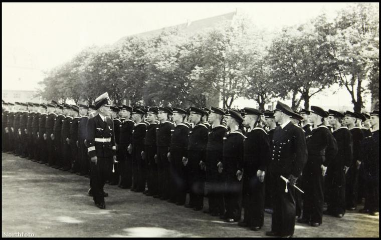 Ritka felvételek kerültek elő a második világháborúban szolgáló német U-976-os romboló tisztjeinek mindennapjairól