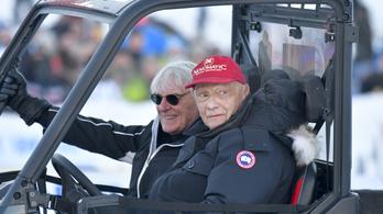 Lauda: Félelmetes az új Merci, és nem fogunk sunyítani vele