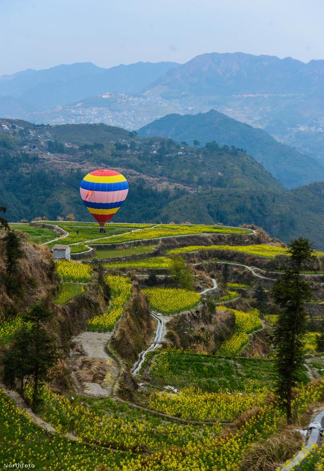 A hőlégballonozás télen és tavasszal is remek alkalmat nyújt a romantikára
