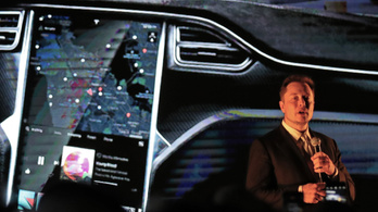 Elon Musk: Kiborgokká kell válnunk, különben elsöpörnek a gépek